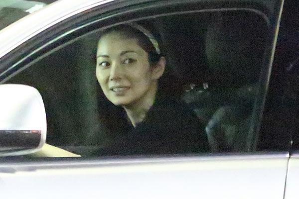 伊東美咲 新居は10億円大豪邸!跡継ぎ出産で義父が一括購入 | 女性自身