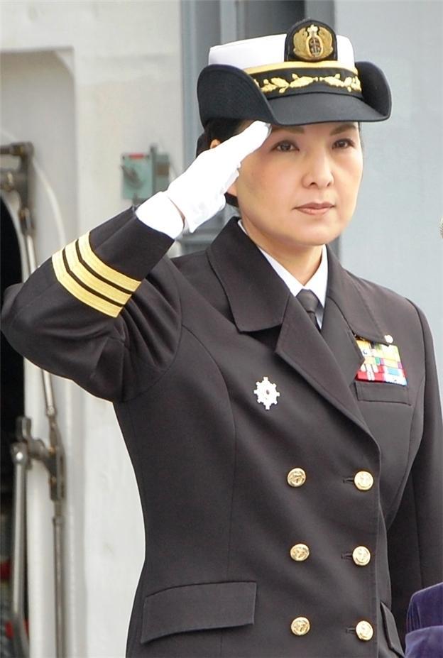 女性自衛官も輝く 初の護衛艦艦長 | 女性自身