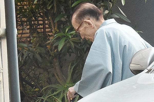 27日、落語家の桂歌丸(79)が持病の腸閉塞治療のため再入院したことが分かった。同日、落語芸術協会が本人の直筆署名入りのFAXで発表した。