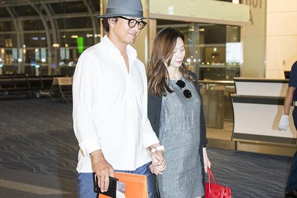 ヨン様 妊娠妻と来日も、空港に...