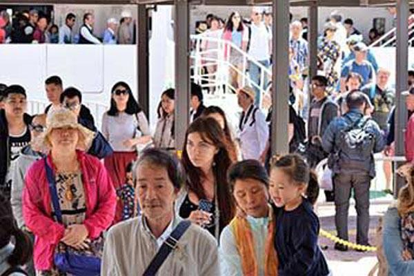 観光 客 沖縄 沖縄から消えた観光客 2-5月、前年から半減