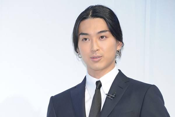 4月25日にモデルの秋元梢(30)と結婚した俳優の松田翔太 (32)が28日、自身のインスタグラムを更新。人気ドラマ「花より男子」(TBS系)のイケメン御曹司4人組「F4」