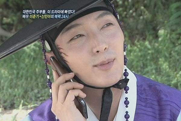 アラン使道伝 イ ジュンギ 撮影の待ち時間に妄想電話トーク 女性自身